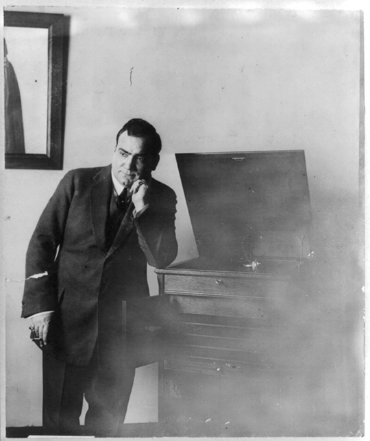 Caruso listening to his own voice on a Victor phonograph machine in 1913 (Source: Library of Congress)